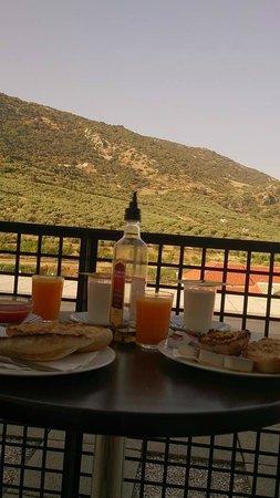 Hotel Mencia Subbetica: Desayunando en la terracita con vistas