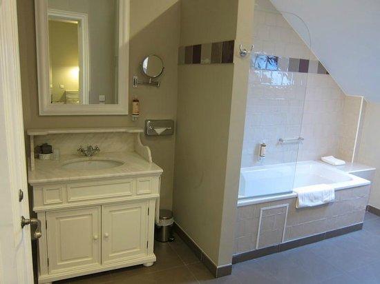 Made in Louise: Spacious bathroom
