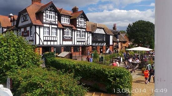 Innkeeper's Lodge Norfolk Broads - Swan Inn: view from paddle boat