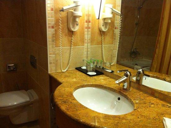 Lindner Hotel Prague Castle : Bathroom