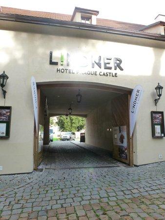 Lindner Hotel Prague Castle: Entrance