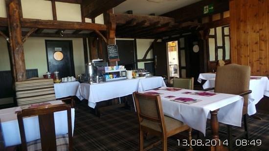 Innkeeper's Lodge Norfolk Broads - Swan Inn: breakfast room lovely views