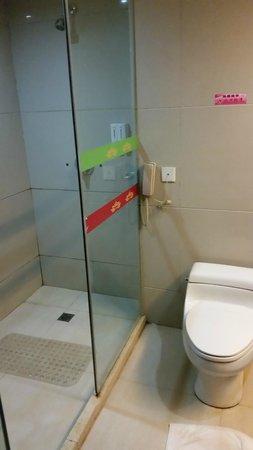Guobin Hotel Zhangjiajie : грязная ванная
