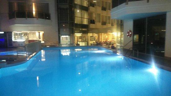 Poseidon Hotel: Basen