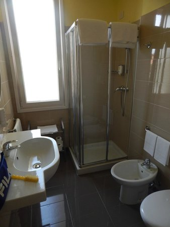 Regal Hotel and Apartment: Bagno