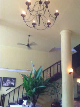 Monsoon Restaurant: Staircase leading to the upper floor