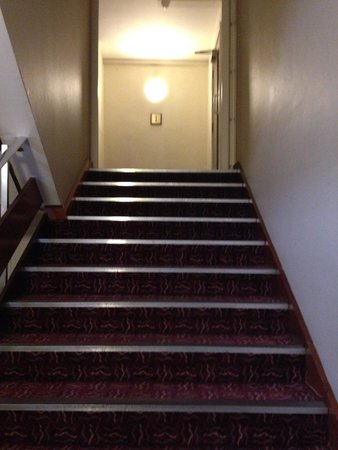 Crowne Plaza London-Gatwick Airport: no handrail half way down stairs on one side none at all on other side