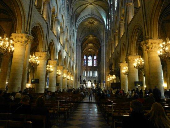 Catedral de Notre Dame: 大聖堂内