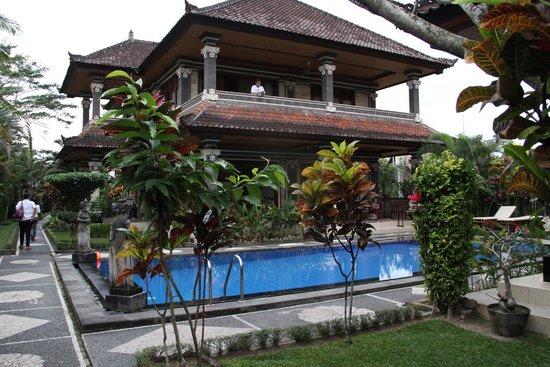 Villa Agung Khalia : Villa and pool