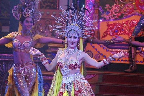 Alcazar Cabaret: Indian Dance