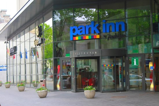 Park Inn by Radisson Kaunas: Main entrance!