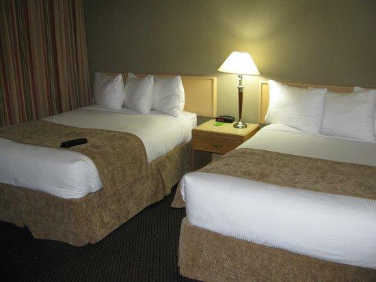 Coast Tsawwassen Inn: Comfortable room
