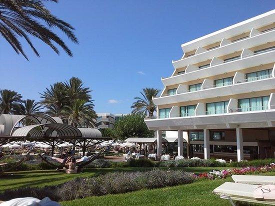 Constantinou Bros Pioneer Beach Hotel: deluxe sv rooms