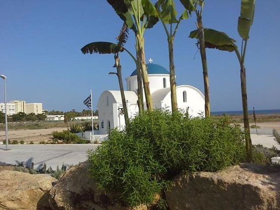 Constantinou Bros Pioneer Beach Hotel: Beautiful Greek Church