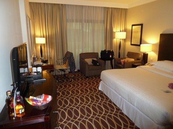 Grand Excelsior Hotel Deira: Good sized King Room