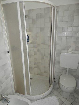 PIemonte da Sciolla : Bagno con ampia doccia