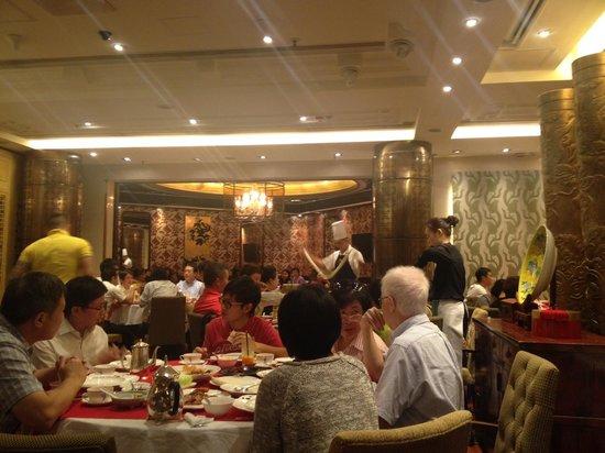 Chef S Noodle Making Show Picture Of Peking Garden Restaurant Alexandra House Hong Kong Tripadvisor