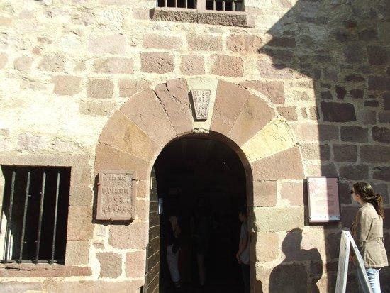 Prison des eveques : la porte de la prison dite des évéques