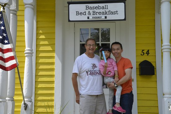 Baseball Bed and Breakfast: Friendly host