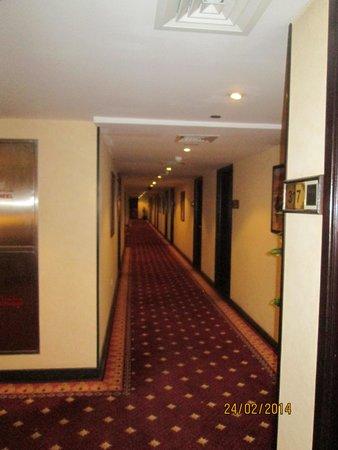 Arabian Courtyard Hotel & Spa : corridor