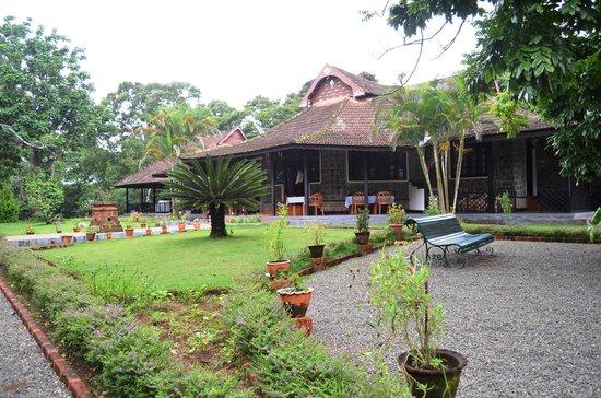 KTDC Lake Palace Thekkady: Full view