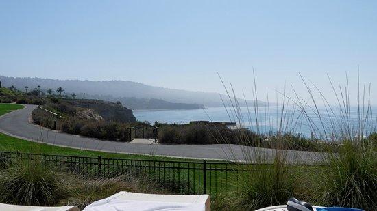 Terranea Resort : Vue vers l'océan depuis la piscine