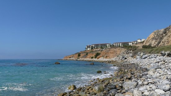 Terranea Resort : Vue de l'hôtel depuis le sentier de promenade