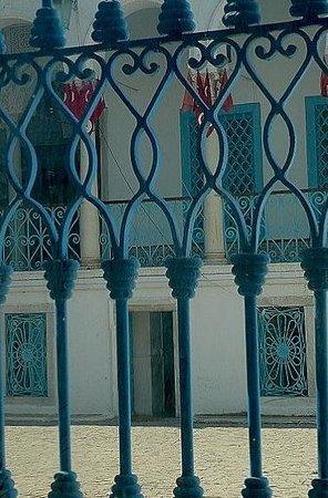 Musée National du Bardo : Museo Bardo: Tunisi: Tunisia: inferriata cortile
