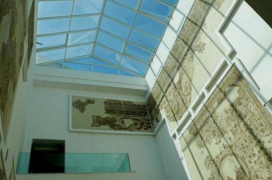 Musée National du Bardo : Museo Bardo: Tunisi: Tunisia: luce naturale dal soffitto