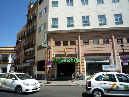 Hotel Derby Sevilla: 外観