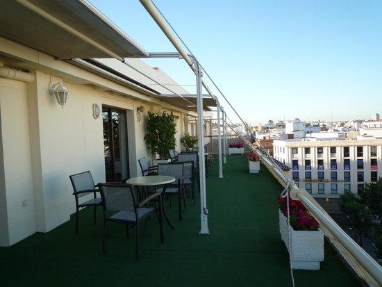Hotel Derby Sevilla: テラス