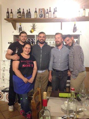 Locanda di Tocchi: A sinistra Gigliola ed Enrico, i due gestori :)