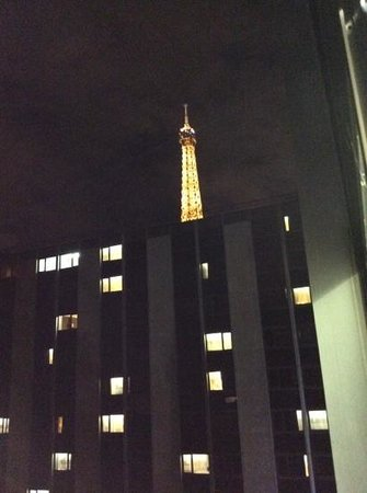 Mercure Paris Centre Eiffel Tower Hotel : view from my hotel room