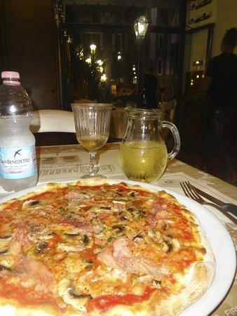 Pizzeria Lo Spuntino: Proscuitto & Mushroom Pizza