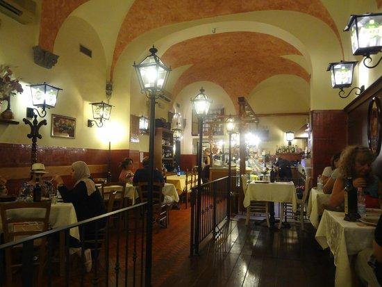 Pizzeria Lo Spuntino: The interior