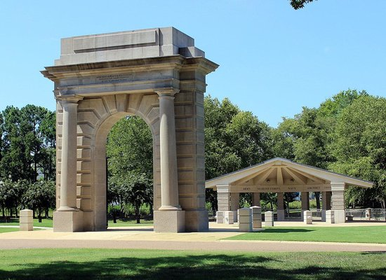 Chattanooga National Cemetery: Memorial Arch and Pavilion
