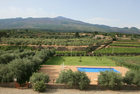 Hotel Feudo Vagliasindi : view from verandah of Etna