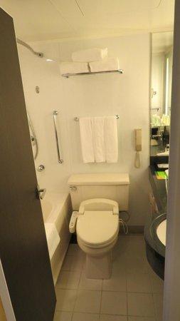 Courtyard Tokyo Ginza Hotel: bathroom
