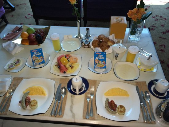 The H Dubai: Breakfast In The Room