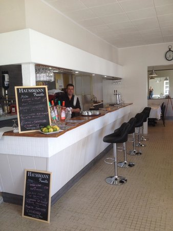 Gaillan-en-Medoc, France : Le bar de la licorne anciennement Zelie