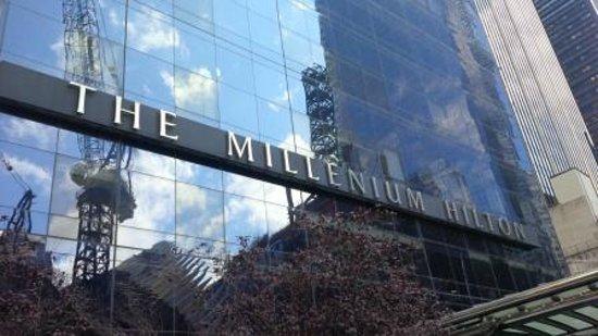 Millenium Hilton : Entrance