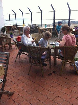 Mermaids Cafe Bar: enjoying coffee....then lunch!