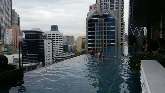 Eastin Grand Hotel Sathorn : piscina panoramica