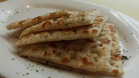 Restaurant Mythos Fisch und Lamm: La pita... Semplicemente deliziosa!!
