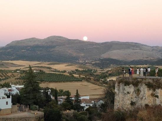 Molino del Santo: Moon rise over nearby Ronda