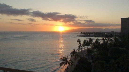 Waikiki Shore: 夕日