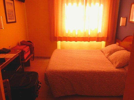 Hotel Cortes: Zimmer