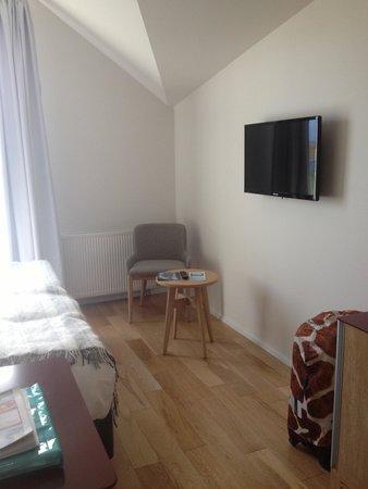 Fosshotel Vatnajokull: cute chair inside the room