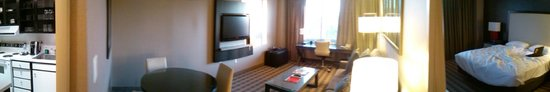 Avenue Suites Georgetown: Pano of the room