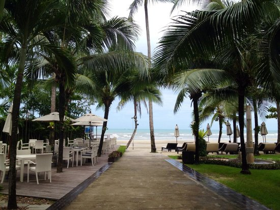 The Dewa Koh Chang: The way to private beach